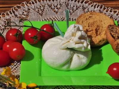 Burrata - Masseria Capasa - prodotti tipici del Salento